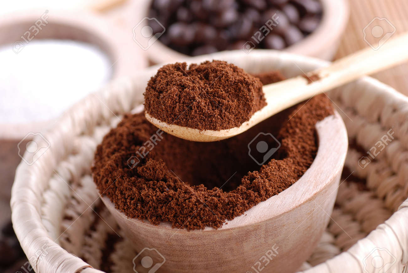 ground coffee in wooden bowl Stock Photo - 17955659