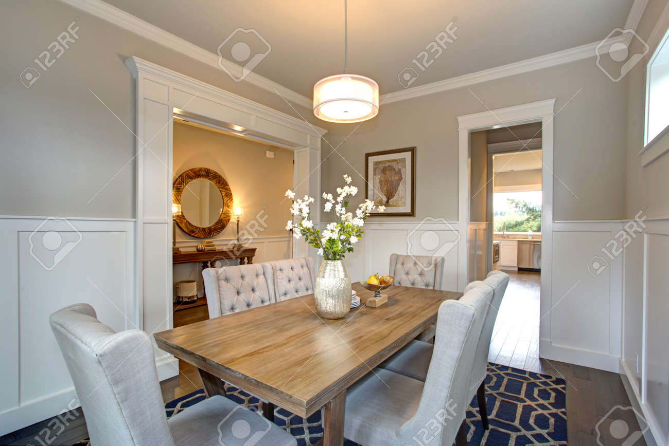Admirable Elegant Transitional Dining Room With Board And Batten Walls Home Interior And Landscaping Synyenasavecom