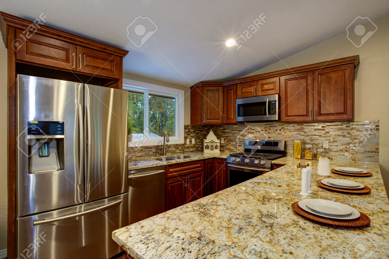 Mahogany Kitchen Cabinets | Brown Kitchen Design With Mahogany Kitchen Cabinets Breakfast