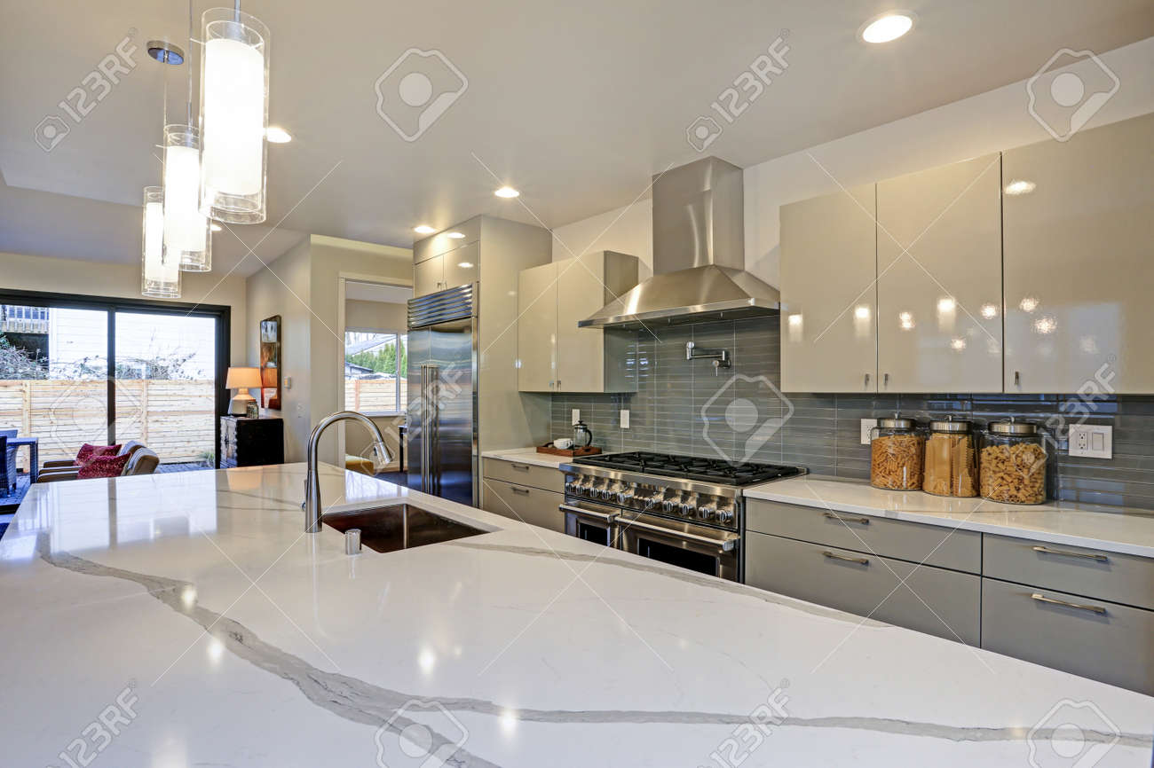 Sleek Modern Kitchen Design With A Kitchen Peninsula Fitted With