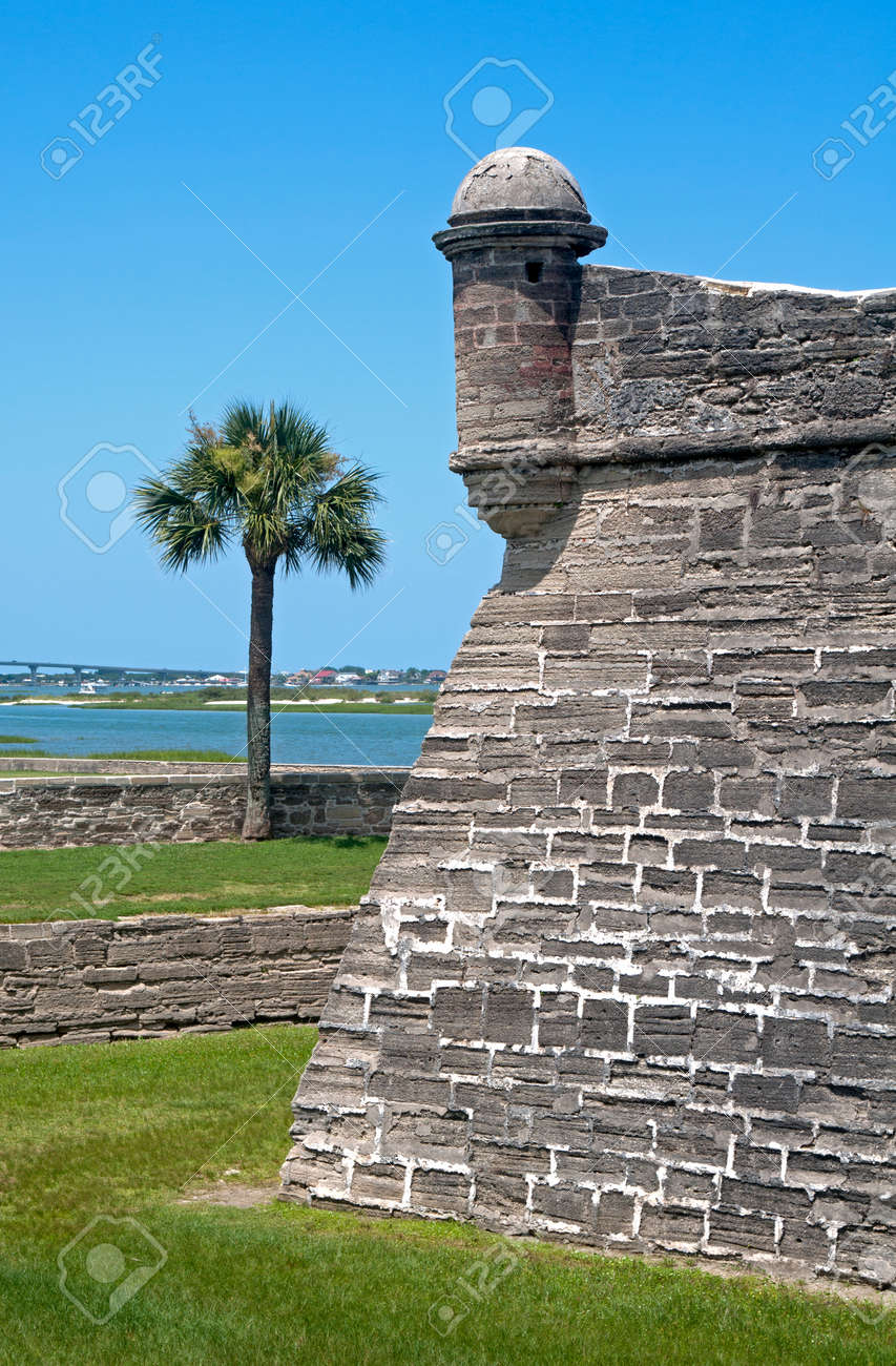 Walls Of The Old Castillo De San Marcos Fort In St. Augustine ...