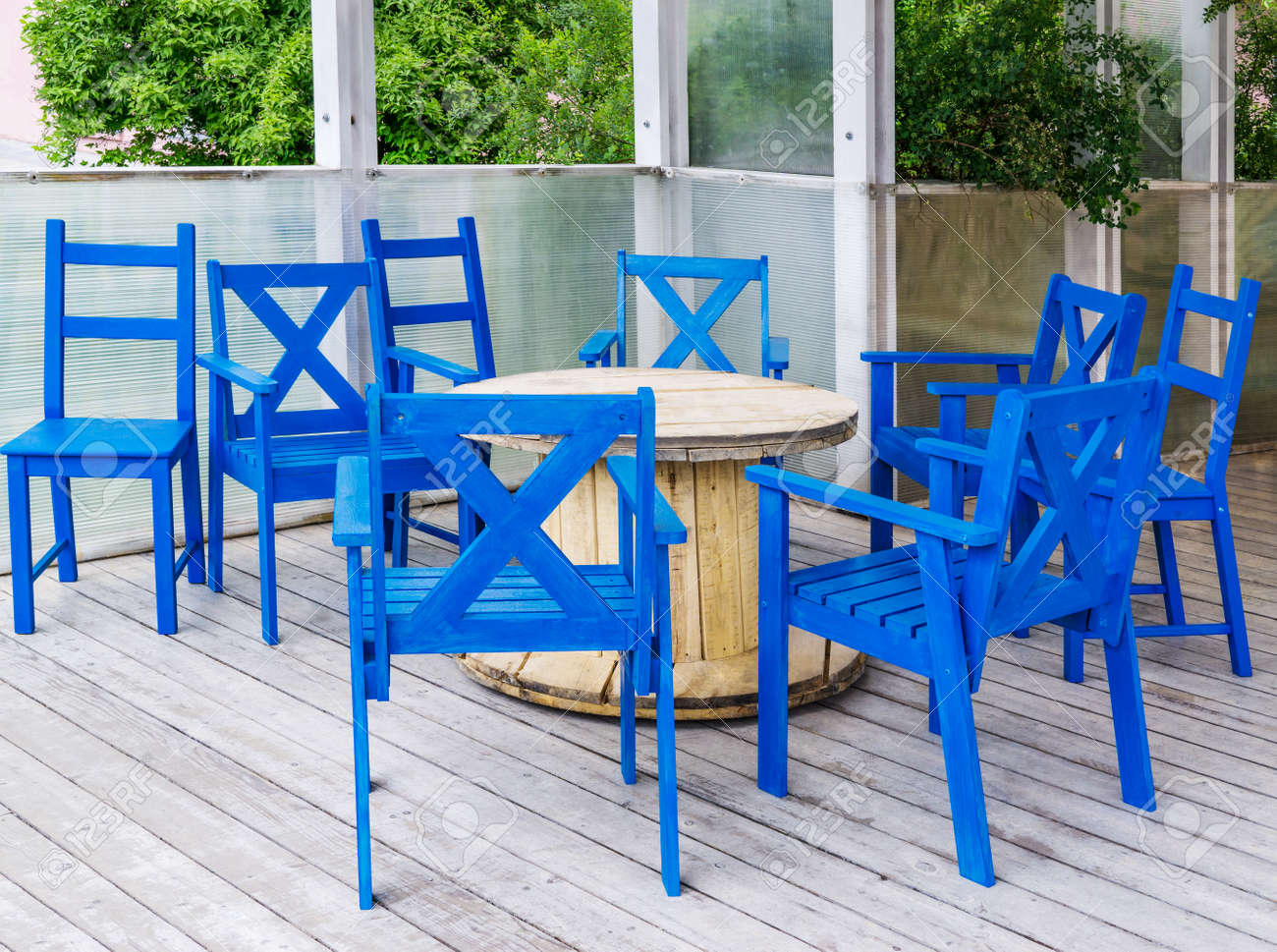 Sedie E Tavoli In Legno.Immagini Stock Sedie E Tavoli Di Caffe All Aperto Sono Sulla