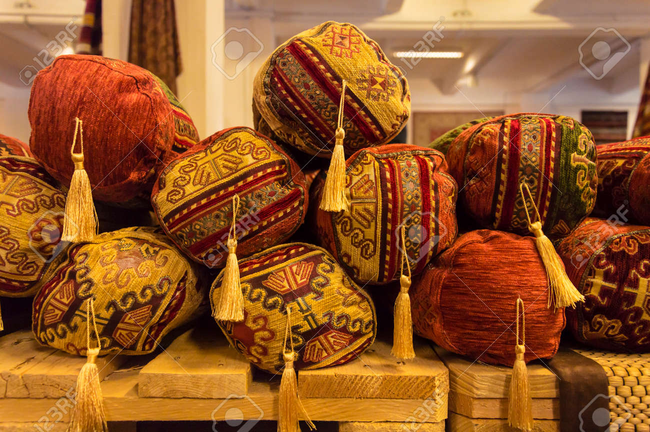 Cojines Arabes En Una Tienda De Objetos Africanos Fotos Retratos - Cojines-arabes