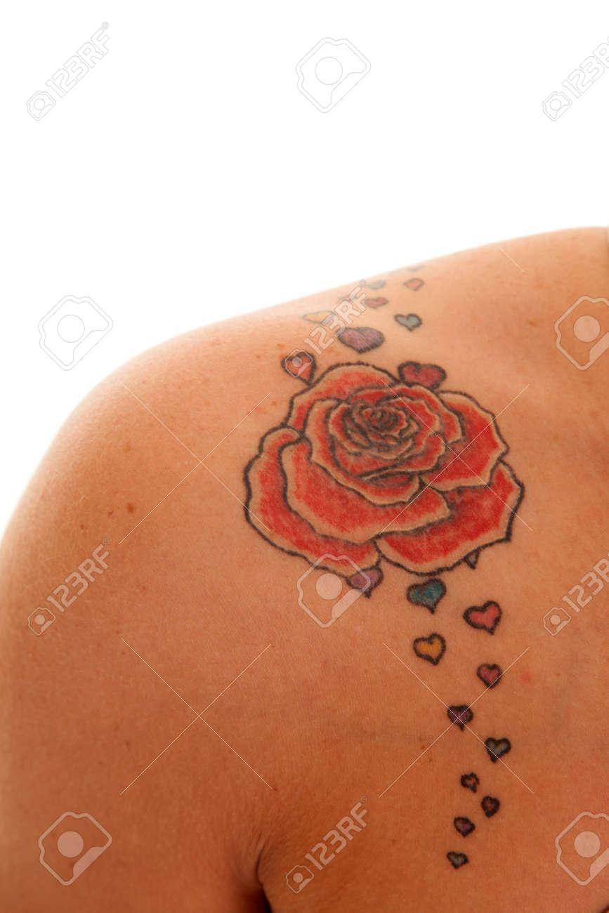 Une Femme A Un Tatouage Rose Sur Son Epaule Banque D Images Et