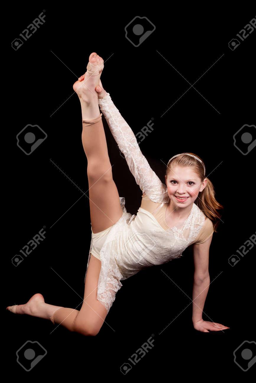 Фото девушка подняла ногу 18 фотография