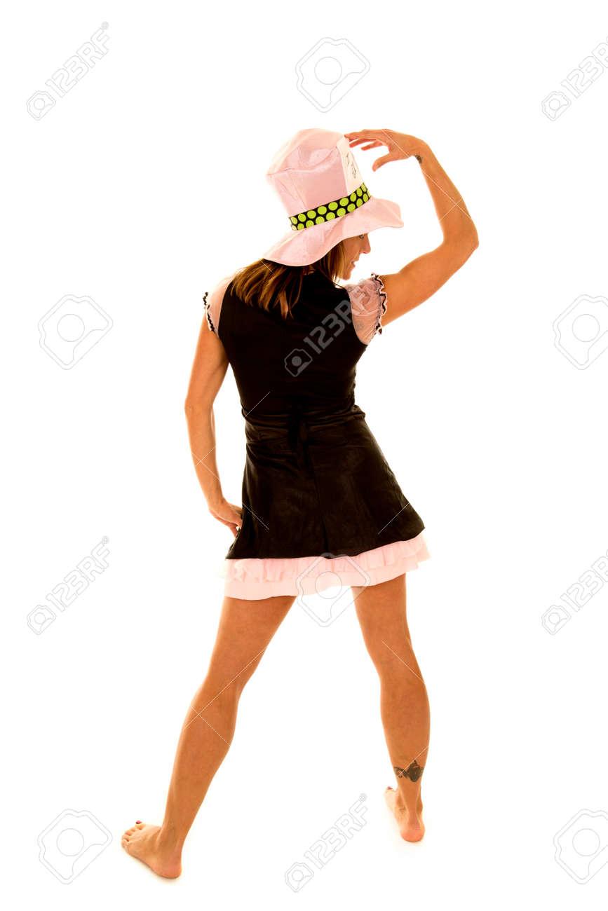 Halloween Kostuum Vrouw.Een Vrouw Met Haar Rug Naar De Camera Met Een Halloween Kostuum Aan En Haar Tatoeage Op Haar Enkelband