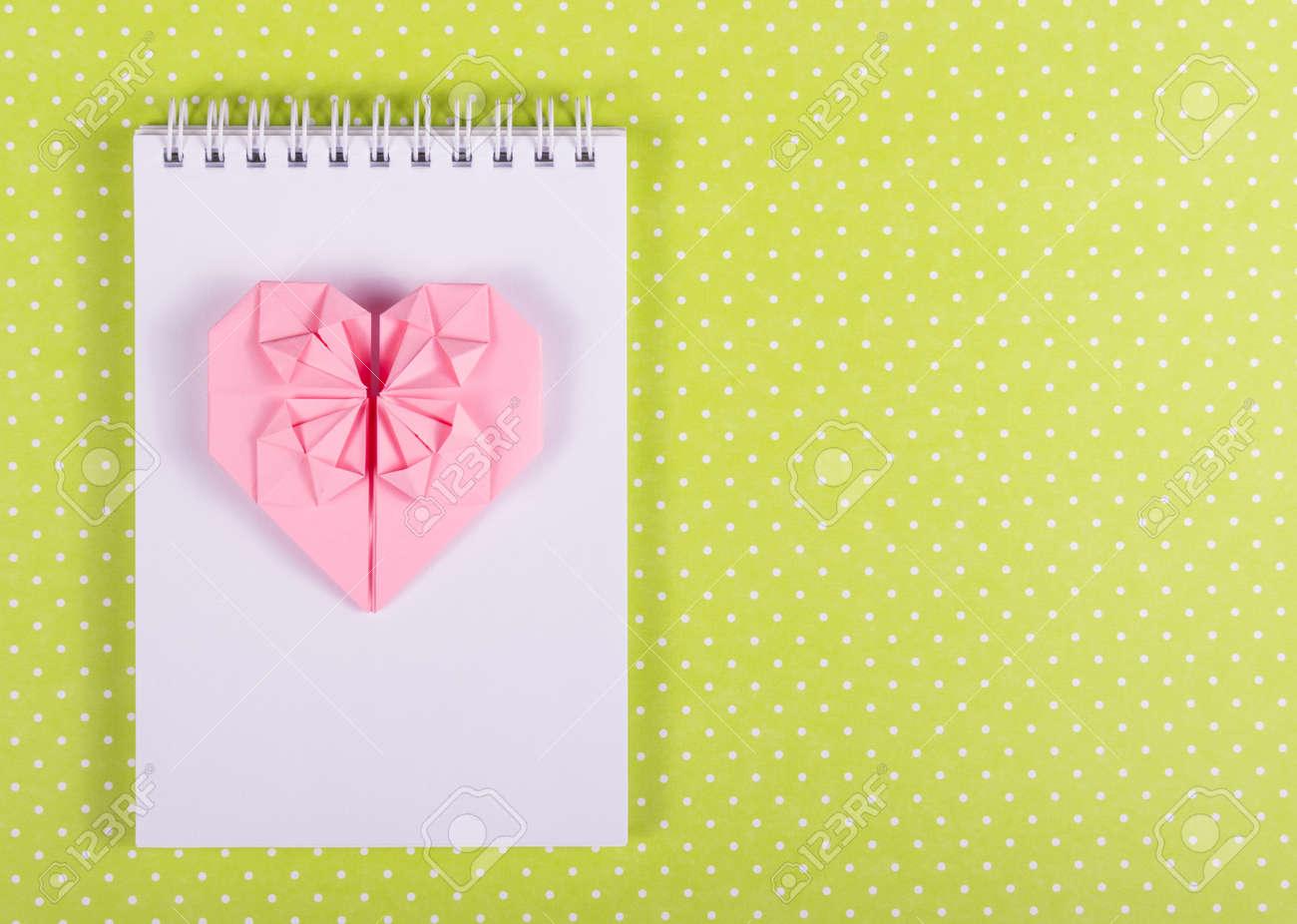 Origami De San Valentín De Papel De Color Rosa, Abrir El Cuaderno ...