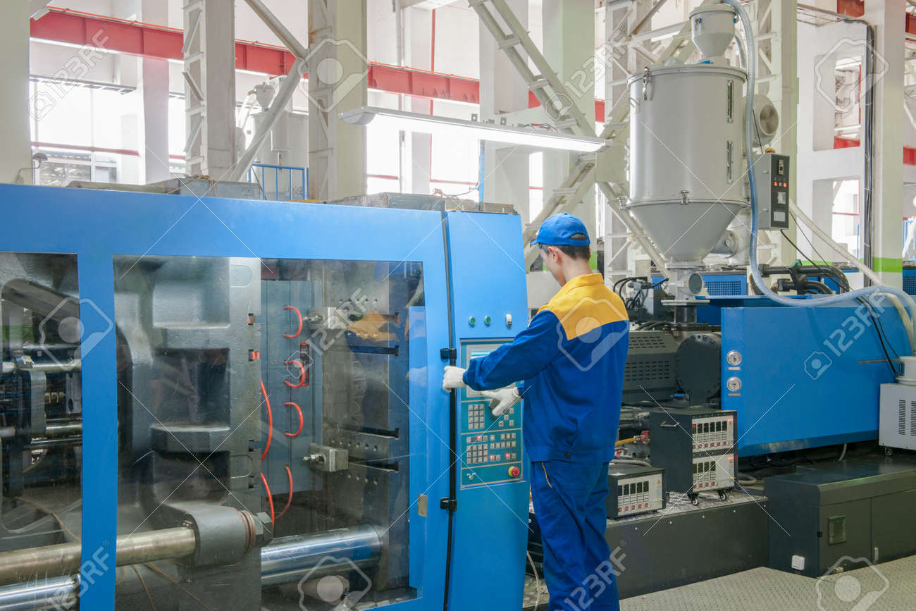 9957b239 Industrial injection molding press machine for the manufacture of plastic  parts using polymers in the management