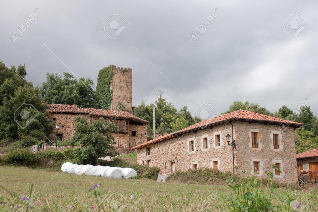 Case In Pietra Di Montagna : Il borgo e le case borgo di laturo