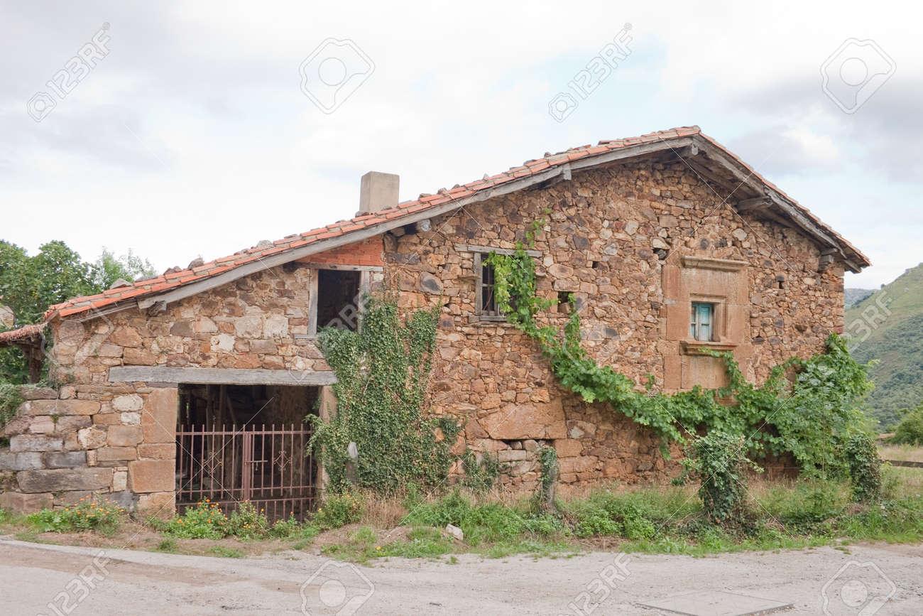Case In Pietra Di Montagna : Ota aspre montagne e case in pietra