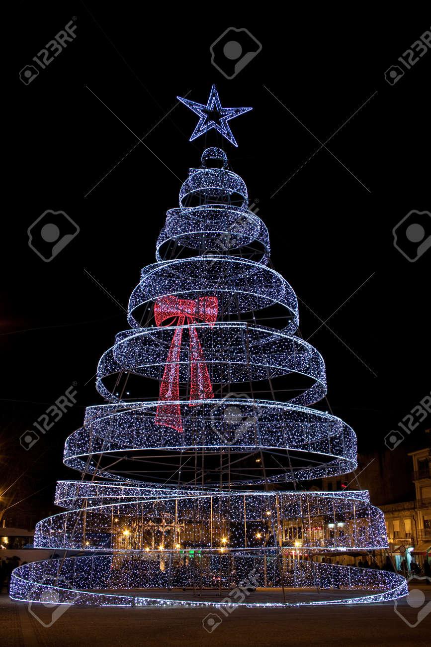 Luci Albero Natale.Albero Di Natale Fatto Di Migliaia Di Luci Led Nella Citta Di Povoa De Varzim
