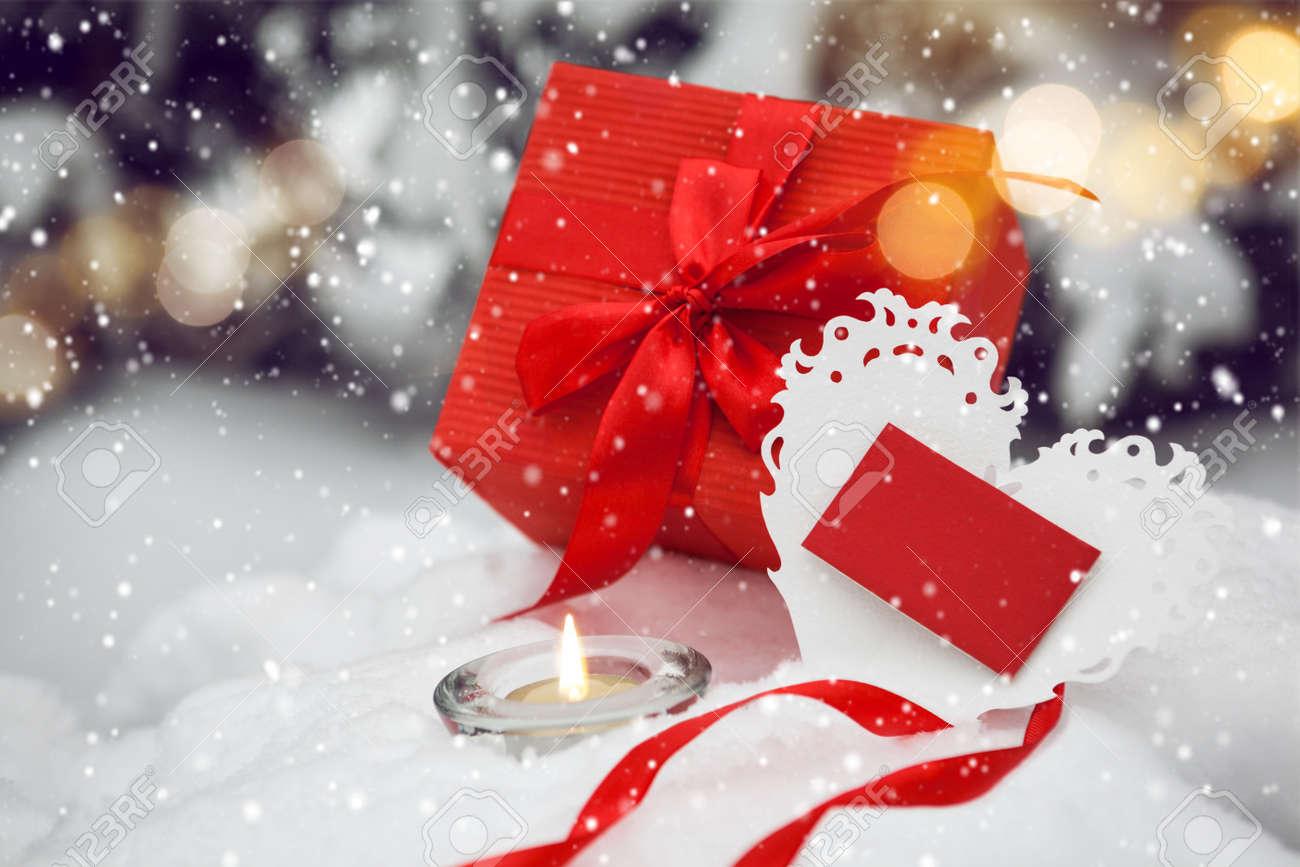 Weiß Valentines Spitze Herz Mit Roten Gif-Box Und Kerze Auf Dem ...