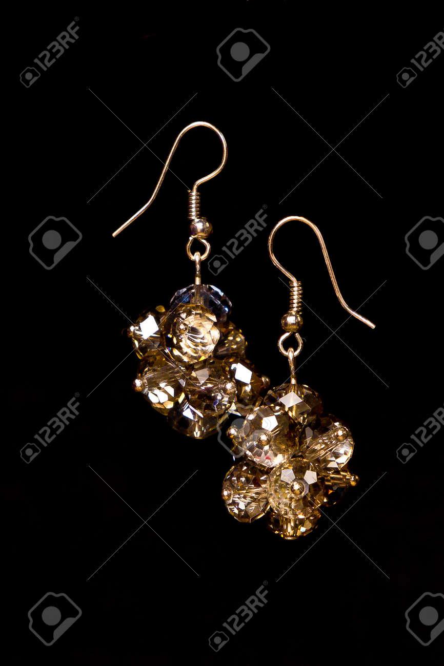 Glänzende Elegante Moderne Ohrringe Mit Zirkonen Isoliert Auf
