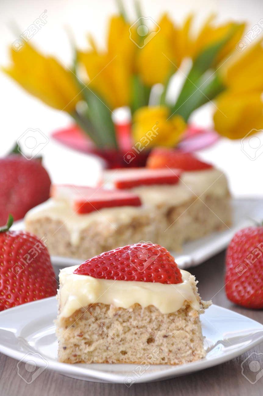 Strawberry Vanilla Cake Stock Photo - 18307305