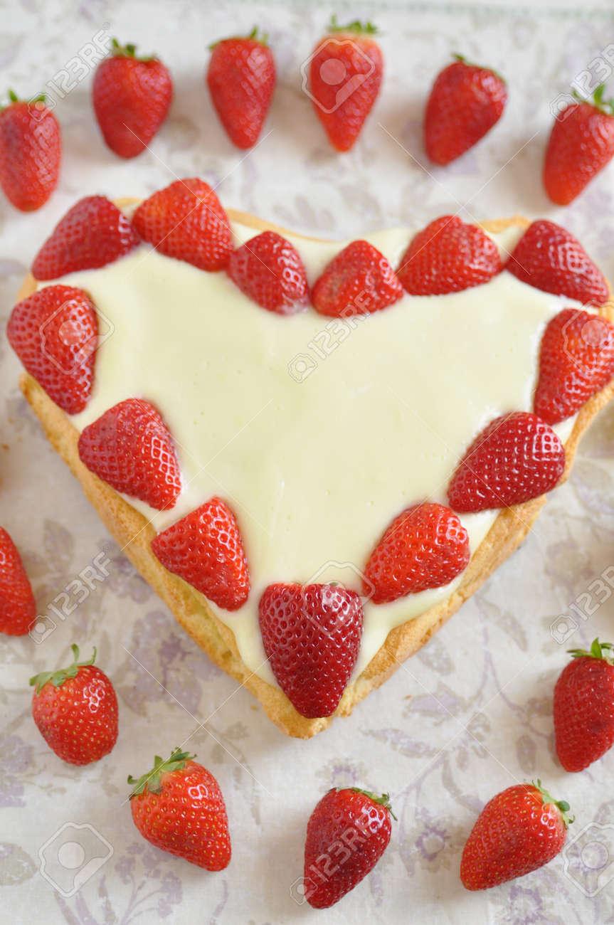 Heart Shaped Vanilla Cake with strawberries Stock Photo - 19395638
