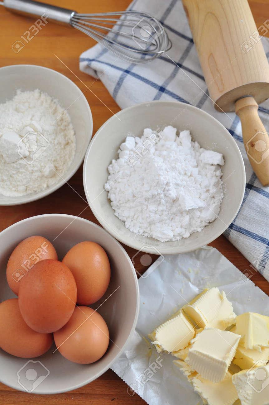 Zutaten Fur Einen Kuchen Backen Lizenzfreie Fotos Bilder Und Stock