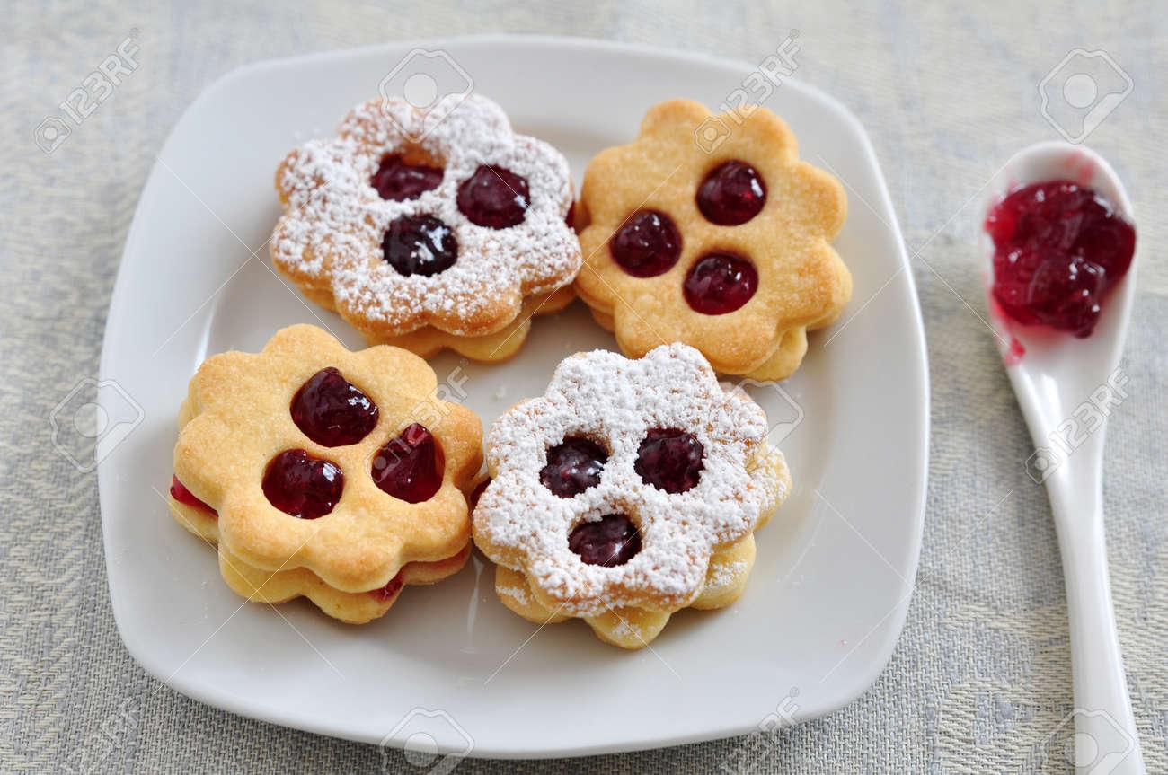 Linzer Cookies Stock Photo - 21691353