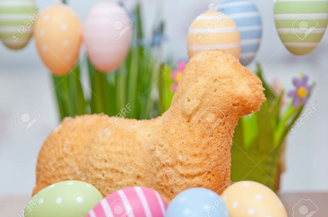 Easter Bunny Cake Stock Photo - 26876264