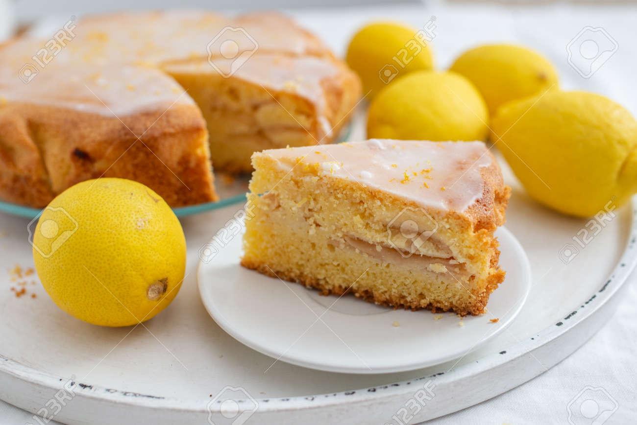 Lemon sponge cake - 139112055