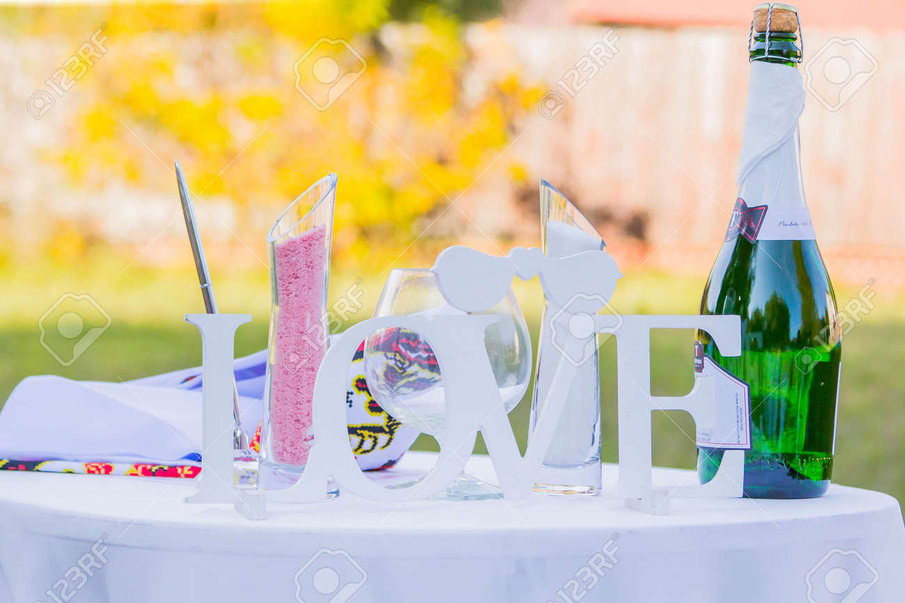 Hochzeitsdekorationen Auf Dem Tisch Lizenzfreie Fotos Bilder Und