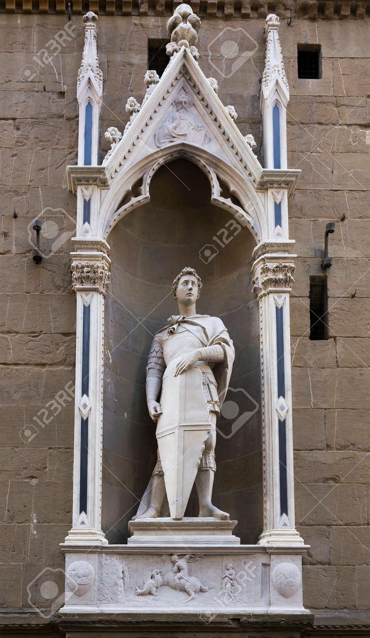 聖ジョージ、彫刻家ドナテッロの像。教会やサン ミケーレ ...