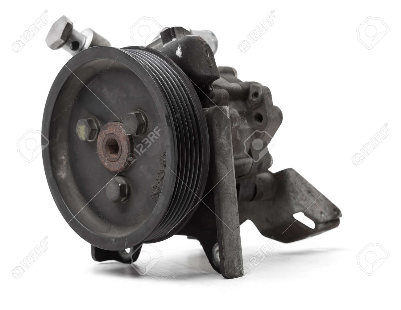 Engine attachments - power steering, a pump that pumps oil to the steering rack to facilitate steering wheel rotation. junkyard Vehicle Parts Catalog - 169051388