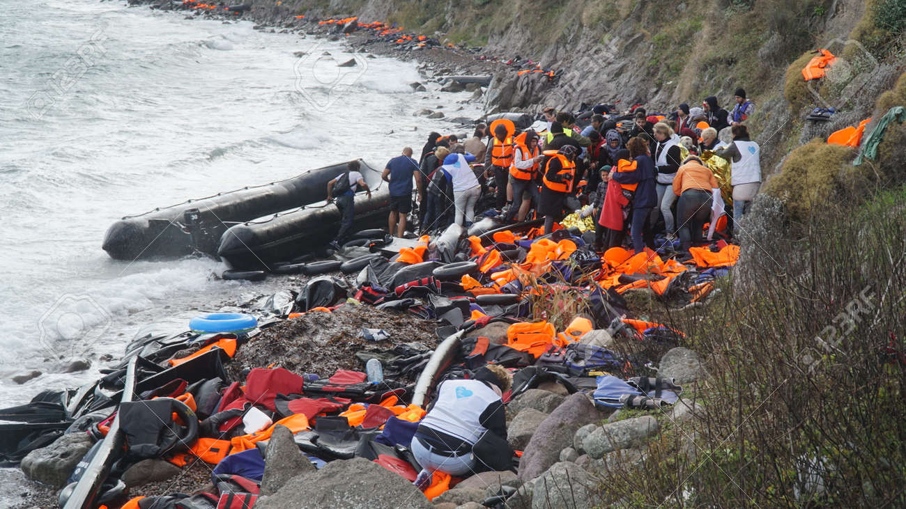 Refugees had just arrived to the shore - 52115205