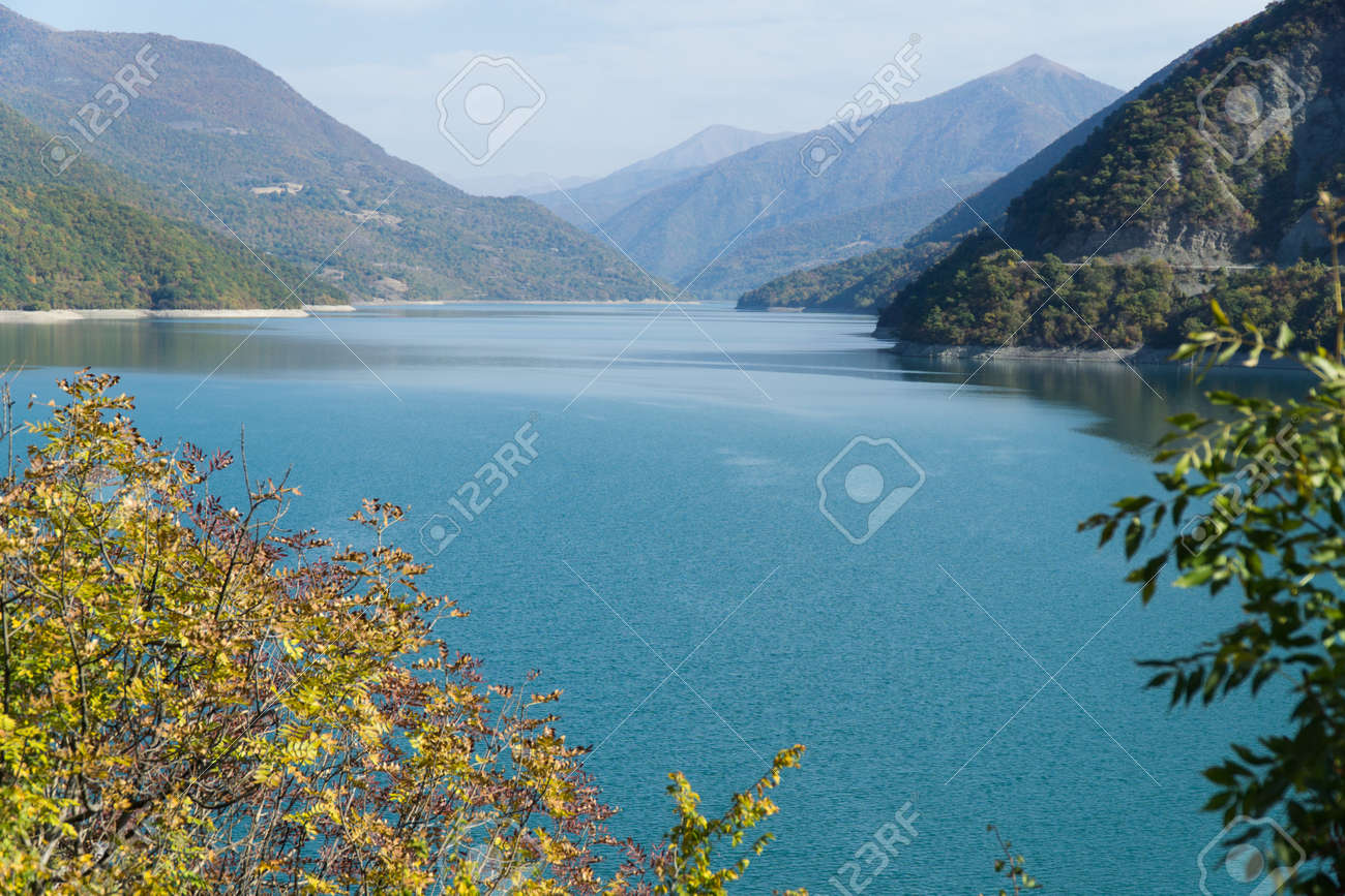 View of the Zhinvali reservoir on the Aragvi river near the village of Ananuri - 77008101