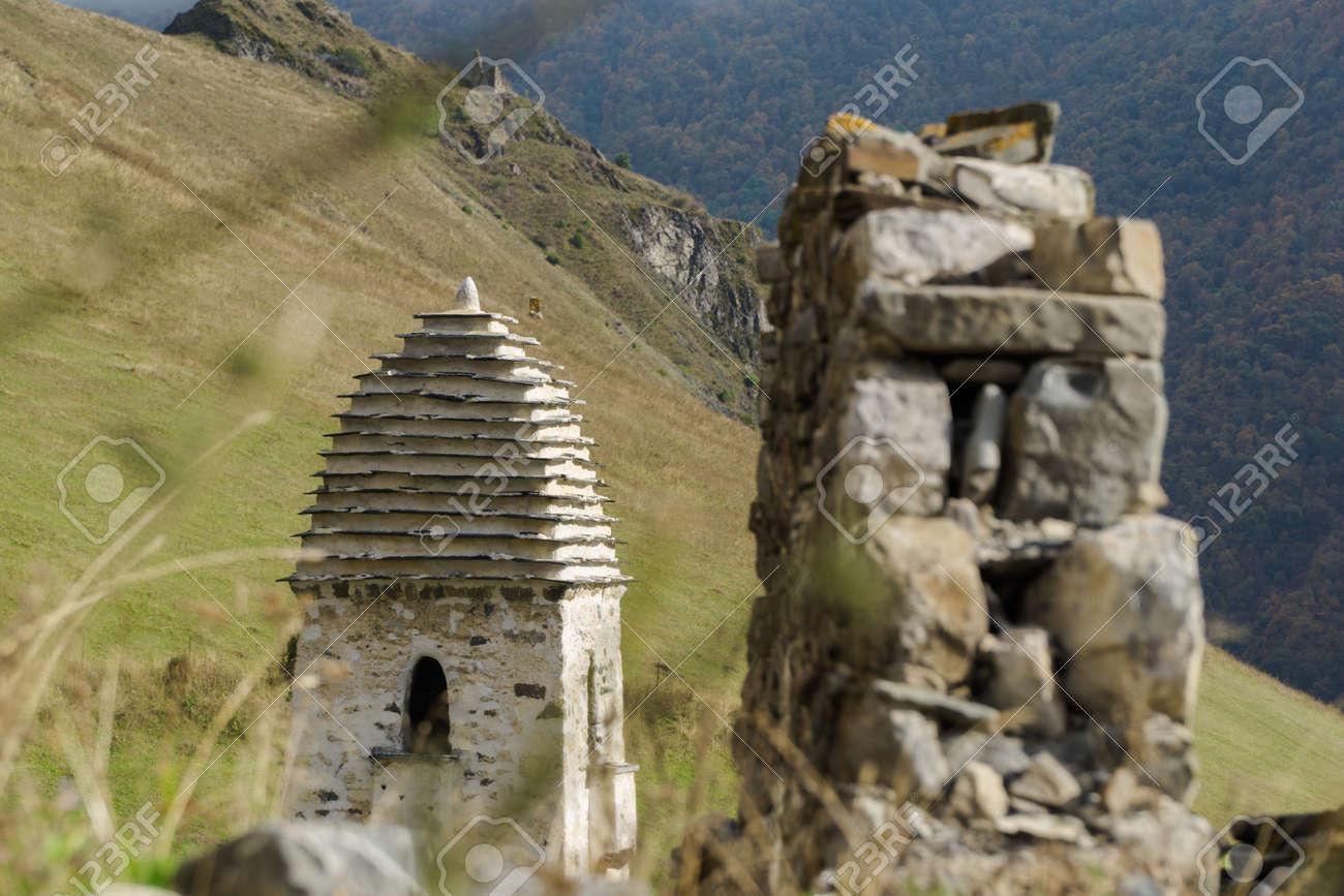 Battle towers Erzi in the Jeyrah gorge, Republic of Ingushetia - 77051628