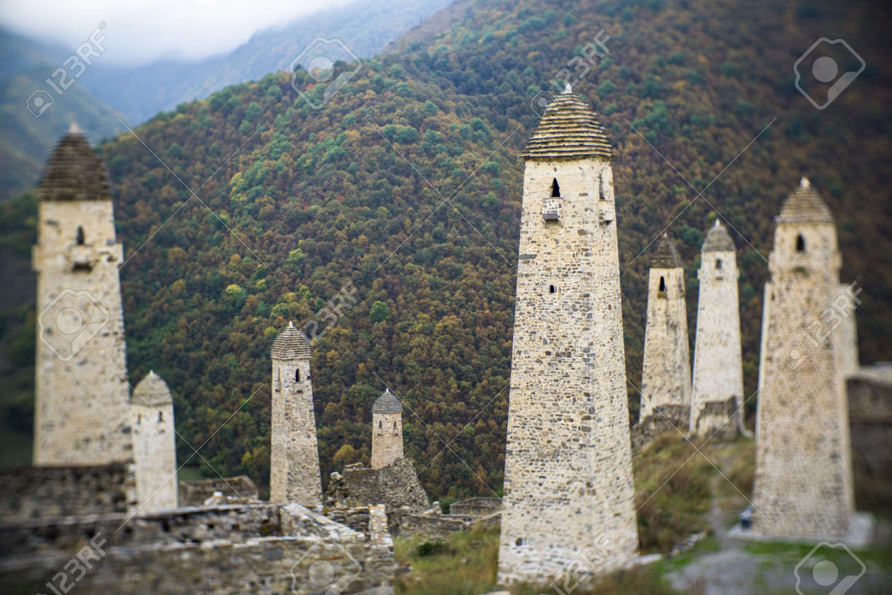 Battle towers Erzi in the Jeyrah gorge, Republic of Ingushetia - 77051631
