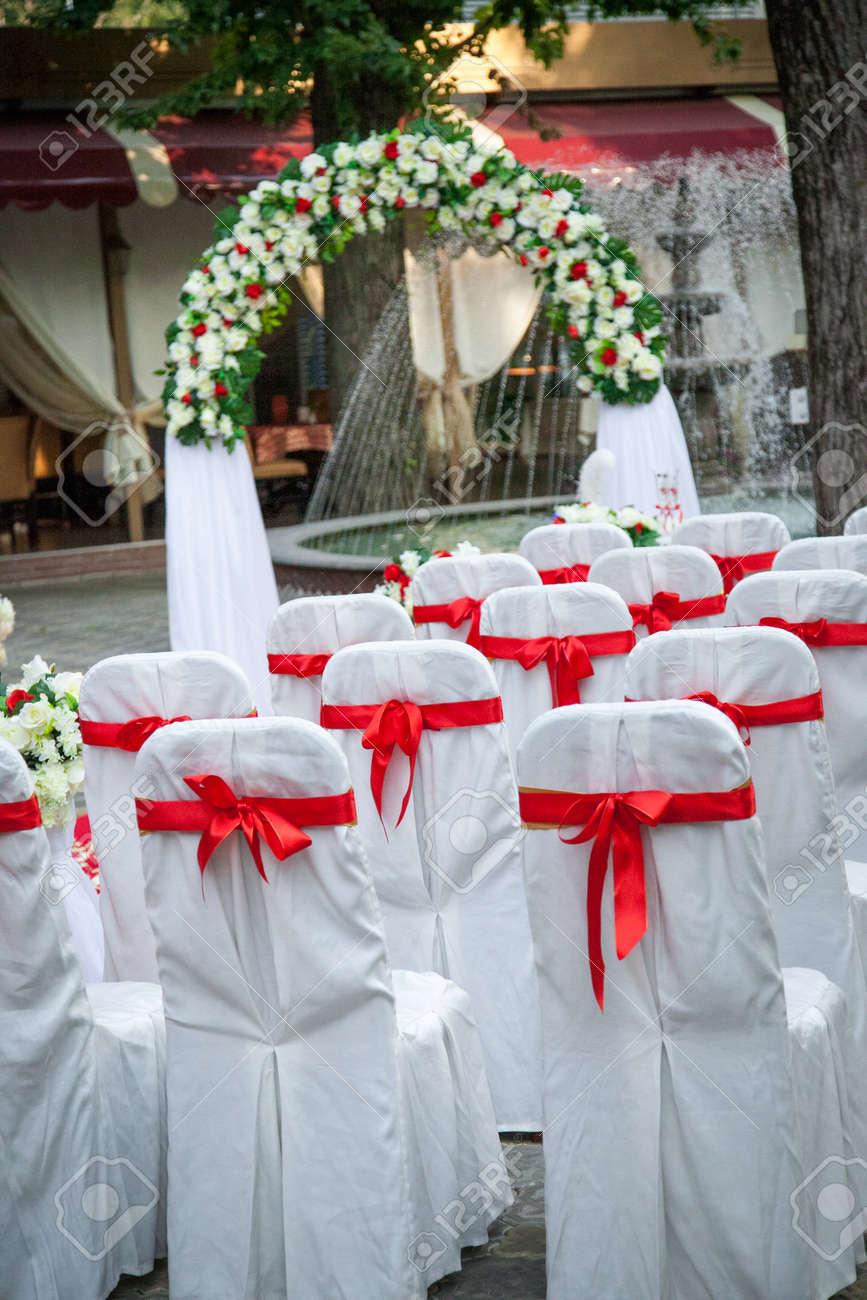 Schone Hochzeit Dekor In Rot Und Weiss Farben Lizenzfreie Fotos Bilder Und Stock Fotografie Image 80495929