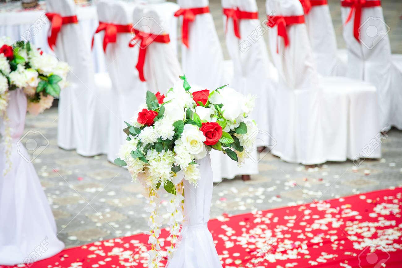 Beau Décor De Mariage En Couleurs Rouge Et