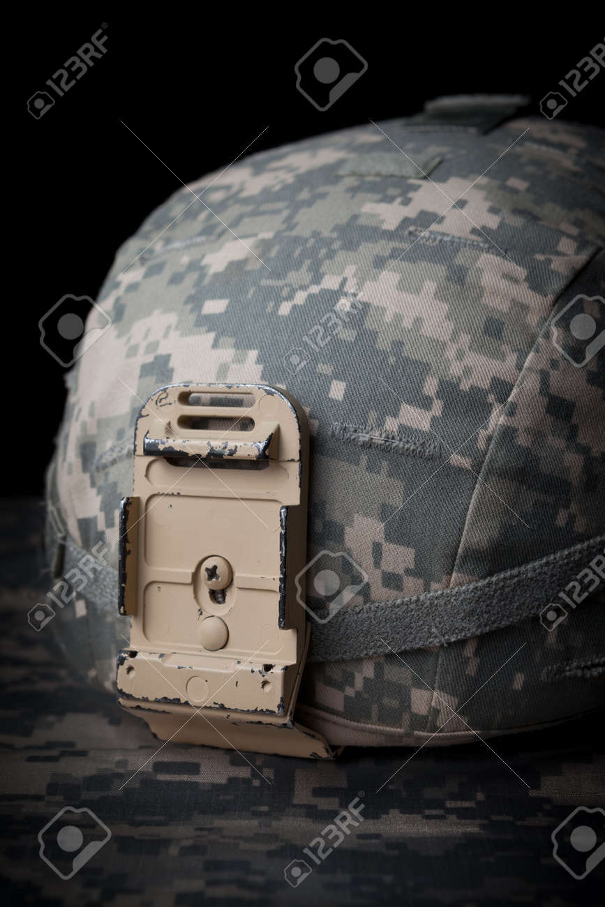 Casco Del Ejército De EE.UU. En Clave Baja En El Fondo Blak Fotos ... fda126051df