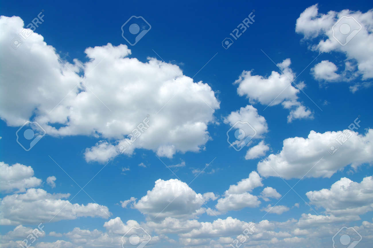 blue sky background with white clouds Banque d'images - 26177327