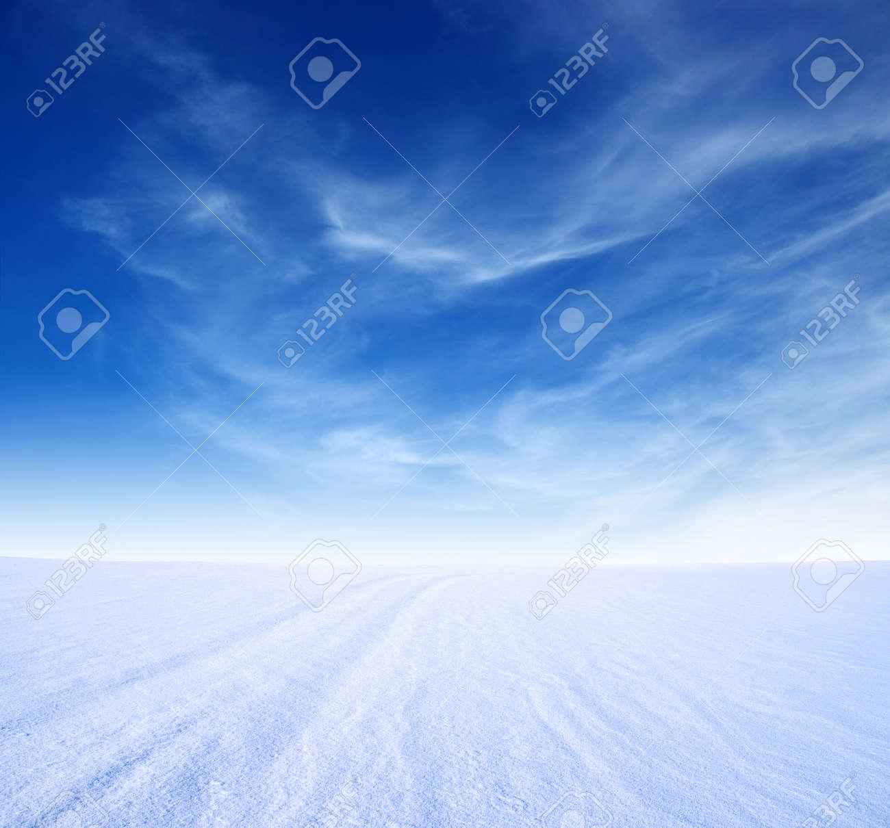 montagne de neige et le ciel bleu Banque d'images - 36735072