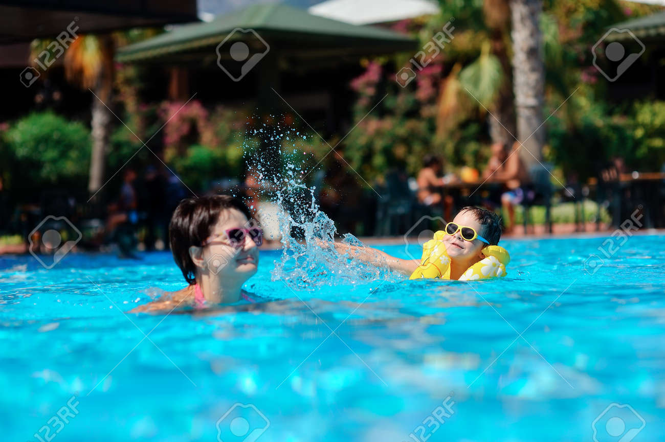 Сын купается с мамой 21 фотография