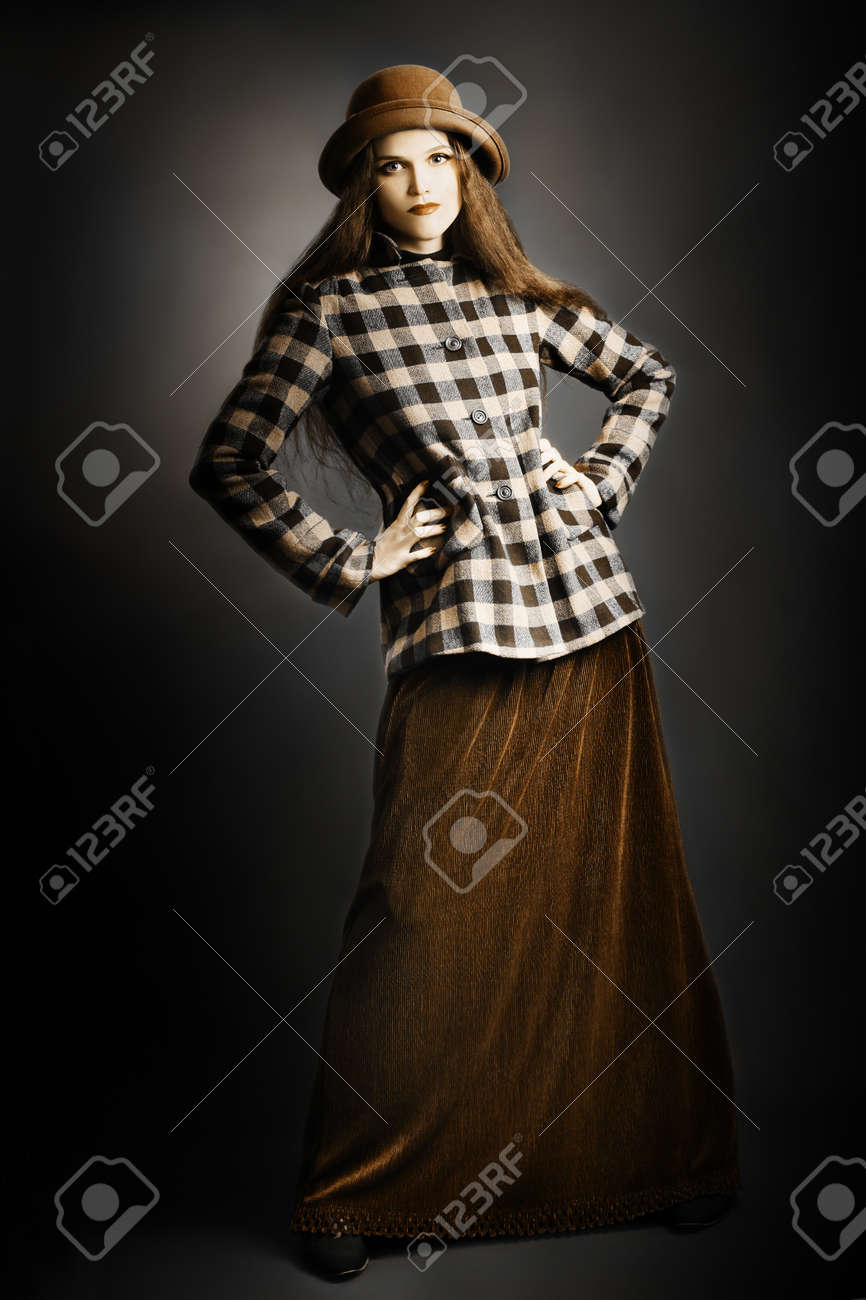 Retro woman in vintage fashion clothes. Model in long skirt, hat and checkered jacket Standard-Bild - 18207298