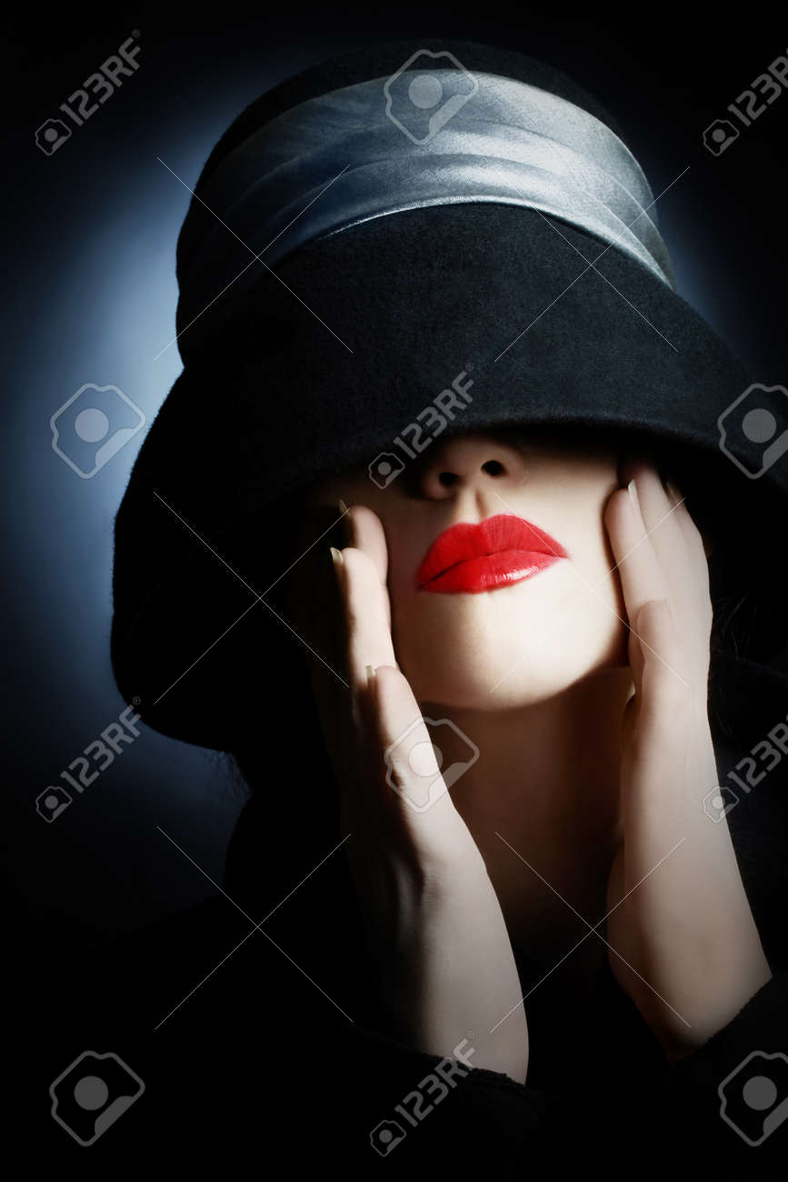 Fashion portrait woman in hat with red lips makeup Standard-Bild - 19968276