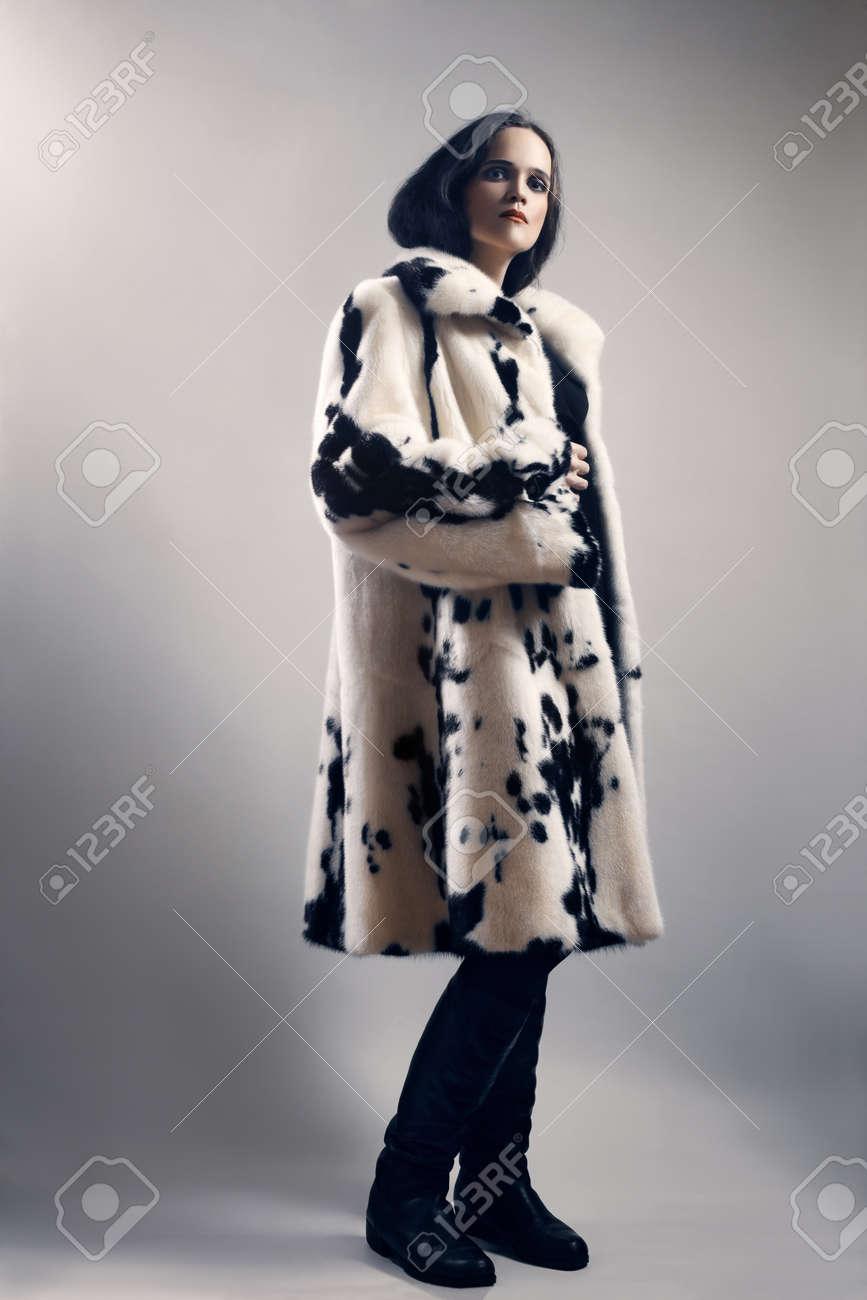 grand choix de 45b53 bc232 Mode de vêtements manteau de fourrure d'hiver Femme en vison blanc tacheté  manteau de fourrure