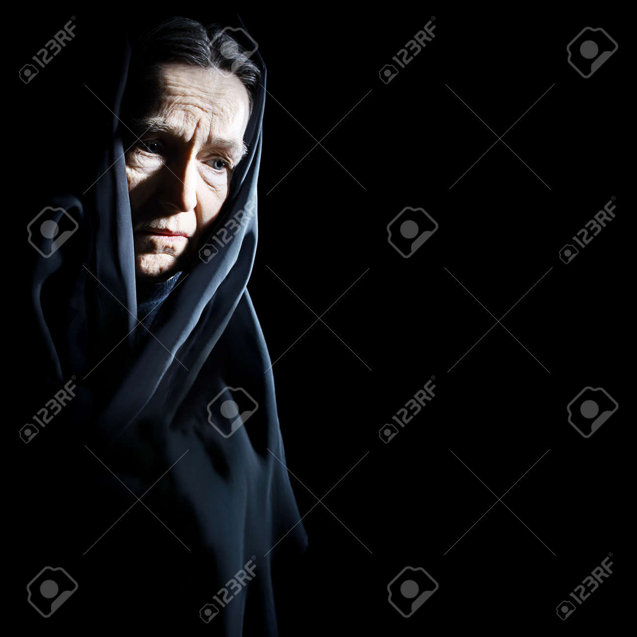 Sad old woman Senior woman in sorrow depressive portrait with wrinkled face Standard-Bild - 29798029
