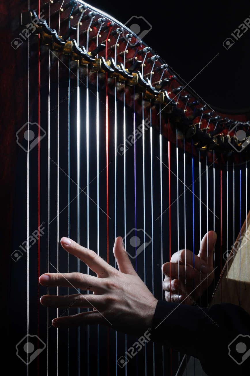Harp strings closeup hands. Harpist with Classical Music Instrument Standard-Bild - 42119754