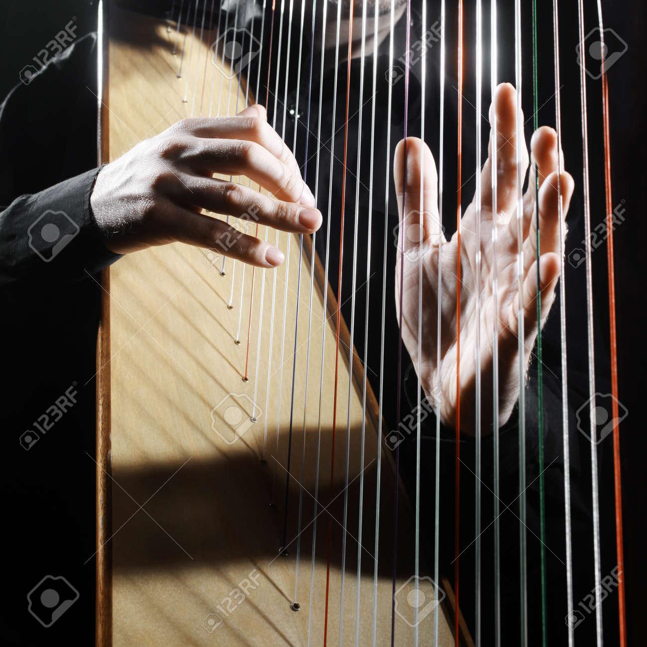 Harp strings closeup hands. Harpist with Classical Music Instrument Standard-Bild - 42119747