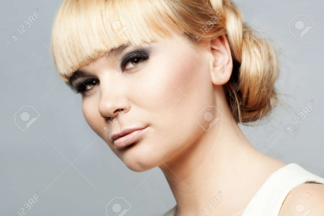 Portrait of young beautiful woman studio shot Stock Photo - 12935147