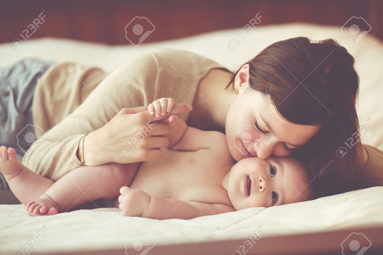 Portrait of a mother with her 4 months old baby Stock Photo - 38233853