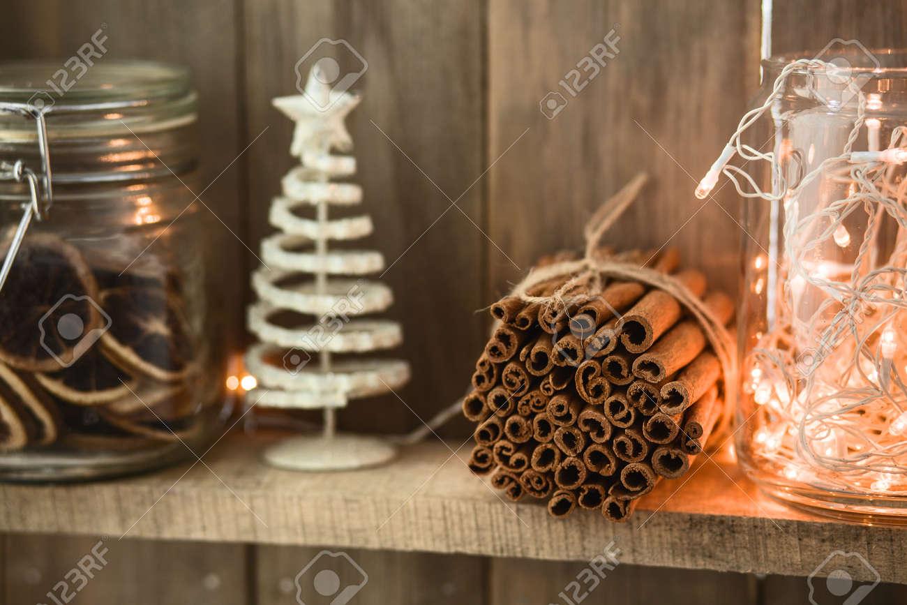 Sweet Home. Weiß Weihnachtsdekor Auf Vintage Natürlichen Hölzernen ...