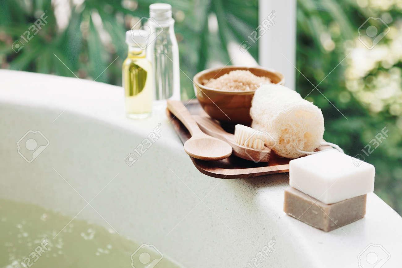 Decoration De Spa en ce qui concerne décoration de spa, produits biologiques naturels sur un bain. banque