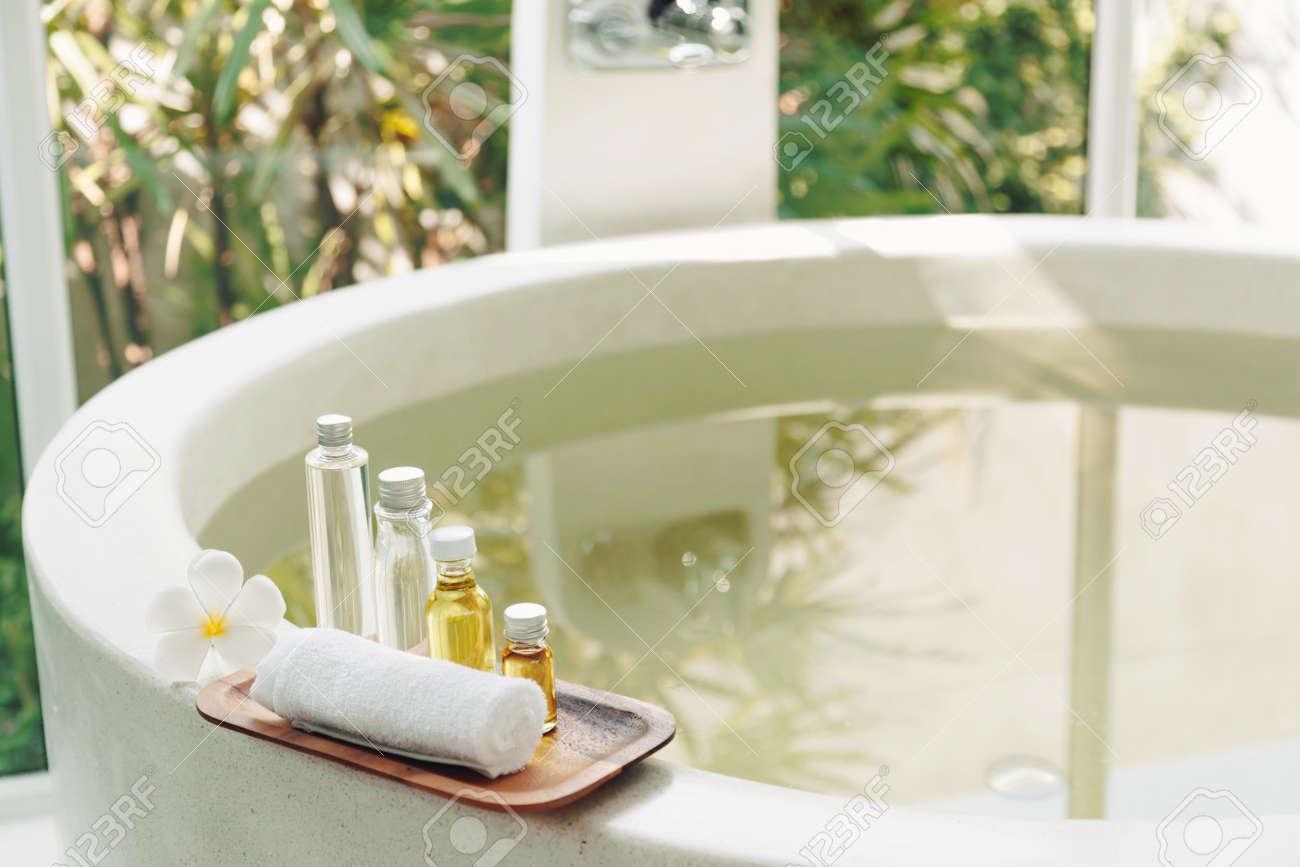 Decoration De Spa se rapportant à décoration de spa, produits naturels de bain bio sur un plateau en