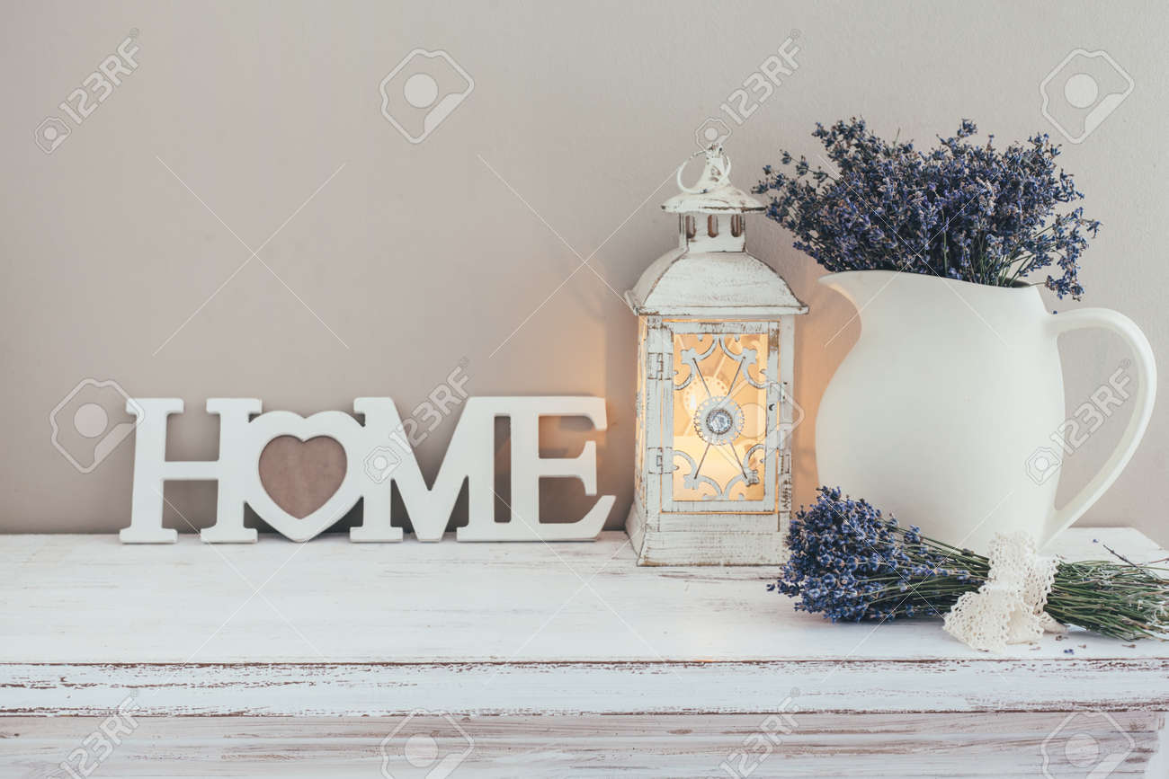 Schäbige Schicke Inneneinrichtung Für Bauernhaus Lavendel In Krug