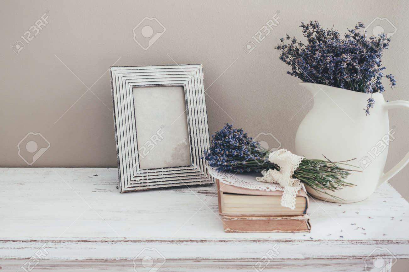 Schäbige Schicke Inneneinrichtung Für Bauernhaus Lavendel Im