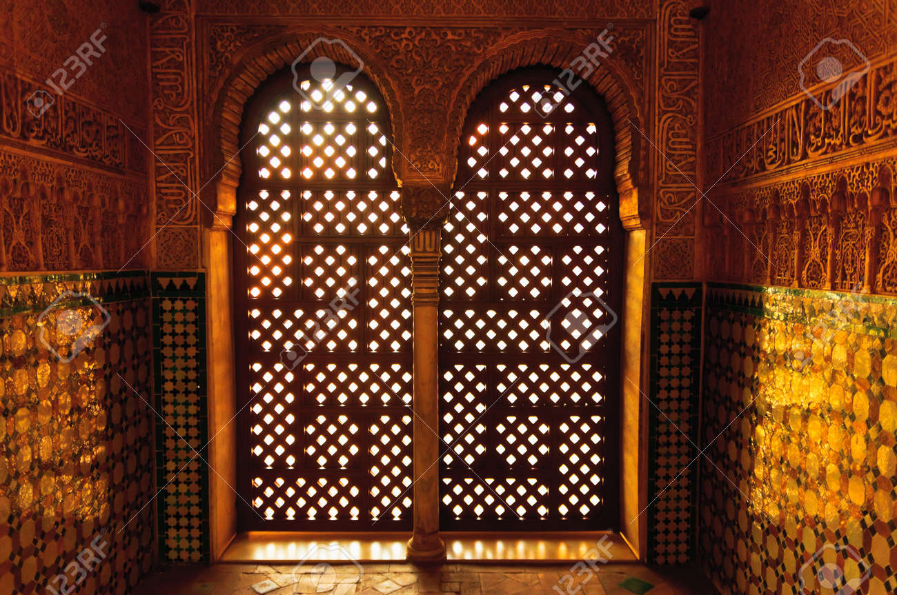 Fenêtres mauresques de style à Alhambra Banque d\u0027images , 30475001